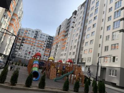 Apartament cu 2odai + LIVING la Telecentru str.Sprincenoaia 1B